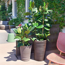 Vaso da giardino in polietilene / conico