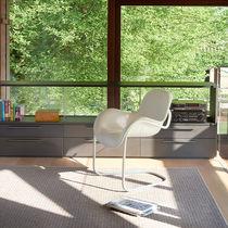 Sedia moderna / con braccioli / cantilever / in acciaio con rivestimento a polvere