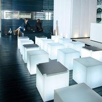 Tavolino basso moderno / in acciaio inossidabile / in polietilene / in Plexiglas®