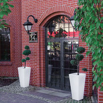 Vaso da giardino in polietilene / quadrato / luminoso