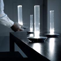 Lampada da tavolo / design originale / in alluminio / in PMMA