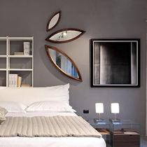 Specchio a muro / design originale / in legno
