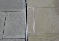 Canaletta per spazio pubblico / in metallo / a fessura