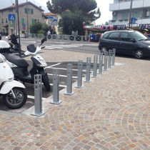 Rastrelliera per biciclette in acciaio galvanizzato / in acciaio inossidabile / design originale / per spazi pubblici