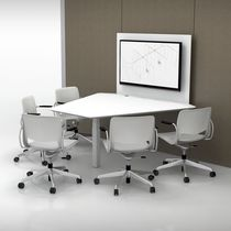 Tavolo da riunione moderno / per edifici pubblici / con presa di corrente integrata / da parete