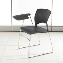 Sedia da conferenza impilabile / con tavoletta / a slitta / in plastica