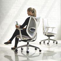 Poltrona da ufficio moderna / in rete / con rotelle / con braccioli