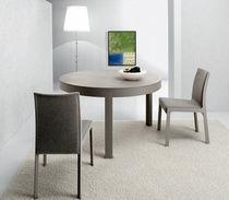 Tavolo moderno / in quercia / rotondo / per uso contract
