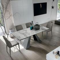 Tavolo da pranzo moderno / in metallo verniciato / in metallo spazzolato / in gres porcellanato