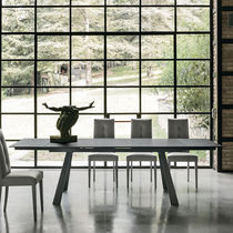 Tavolo moderno / in vetro temprato / in metallo verniciato / in metallo spazzolato