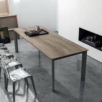Tavolo da pranzo moderno / in MDF / in vetro temprato / in alluminio verniciato