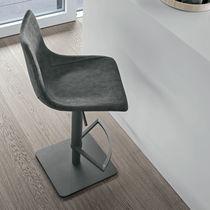 Sedia alta moderna / con poggiapiedi / con base centrale / imbottita