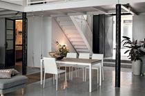 Tavolo da pranzo / moderno / in vetro / in laminato