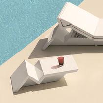 Tavolo d'appoggio design originale / in polietilene / rettangolare / da giardino