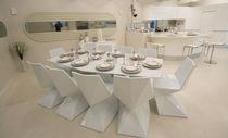 Tavolo da pranzo moderno / in vetro / in polietilene / in HPL