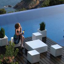 Sgabello moderno / in polietilene / 100% riciclabile / da giardino