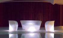 Tavolino basso design organico / in polietilene rotostampato / ovale / da giardino