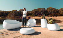 Tavolino basso design originale / in polietilene / rotondo / da giardino