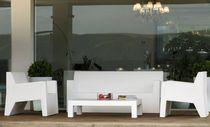 Poltrona moderna / in polietilene / 100% riciclabile / da giardino