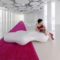 Panca da giardino / design originale / in polietilene / di Karim Rashid