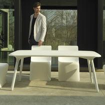 Tavolo moderno / in polietilene / rettangolare / da giardino
