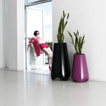 Vaso da giardino in polietilene / di Karim Rashid