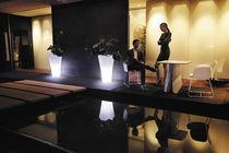 Tavolo design organico / in legno / quadrato / da giardino