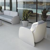 Poltrona design organico / in polietilene / 100% riciclabile / da giardino