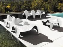 Tavolo d'appoggio design originale / in polietilene / da giardino / professionale
