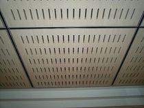 Controsoffitto in legno / a quadrotte / acustico / perforato