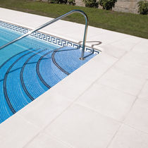 Bordo di piscina in pietra ricostituita