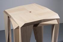 Sgabello da bar moderno / in legno di latifoglie / impilabile