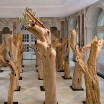Scultura in legno / per spazi pubblici