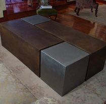 Tavolino basso moderno / in metallo / da interno