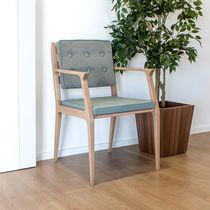 Poltrona moderna / in legno / in ecopelle / per uso contract