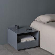 Tavolino basso moderno / in MDF laccato / in metallo laccato / quadrato