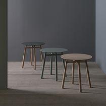 Tavolo d'appoggio moderno / in legno massiccio / in MDF laccato / rotondo