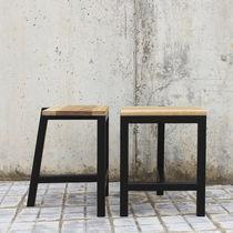 Tavolo d'appoggio design minimalista / in quercia naturale / in legno laccato opaco / per ristorante
