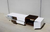 Credenza design originale / in legno massiccio / in legno laccato opaco / su misura