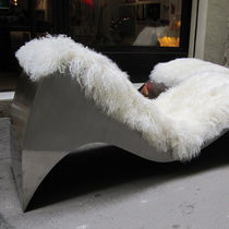 Chaise longue design originale / in pelle / in acciaio inossidabile / per uso contract