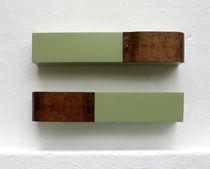Scaffale a muro / design originale / in noce / in legno laccato opaco