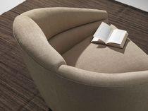 Poltrona moderna / in tessuto / girevole / beige