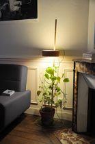 Lampada con piede / moderna / in legno / da interno