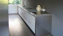 Cucina moderna / in acciaio inox / con isola / laccata