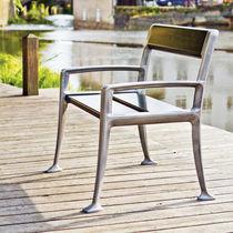 Sedia da giardino moderna / con braccioli / in legno / per spazi pubblici