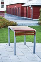 Tavolo design scandinavo / in legno / rettangolare / da esterno