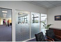 Pellicola decorativa adesiva / trasparente / per applicazione su vetro / per facciate