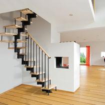 Scala a U / con gradini in legno / con struttura in metallo / con struttura in legno