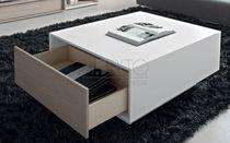 Tavolo moderno / in legno laccato / rettangolare / da interno