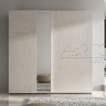 Armadio moderno / in legno / con ante battenti / a specchio